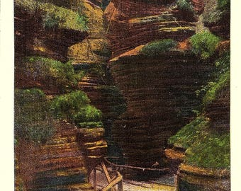 Wisconsin Dells, Wisconsin, Witches Gulch, Path, Wisconsin River - Vintage Postcard - Postcard - Unused (G)