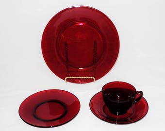 Ruby Glass Four Piece Place Setting, Anchor Hocking