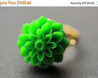 BACK to SCHOOL SALE Green Mum Flower Ring. Green Chrysanthemum Ring. Green Flower Ring. Green Ring. Adjustable Ring. Handmade Flower Jewelry