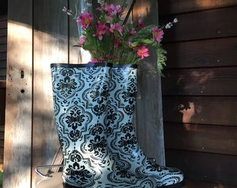 Nomad Stenciled Look Ladies Rubber Rain Boots Black And White