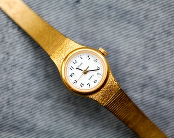 Vintage Pulsar ladies quartz watch smaller size with gold tone band