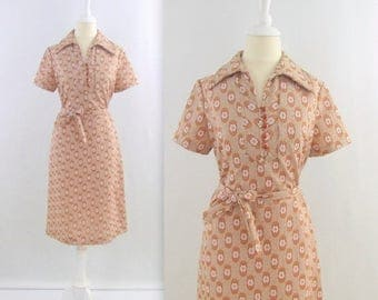 SALE Vintage 1960s Mod Shirt Dress in Taupe + Terracotta Daisy Print - Medium Large by Ruby Lou