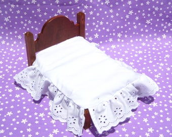 Dollhouse Bed Skirt Miniature Bed Ruffle White Bed Skirt Full Size Mini Bed Ruffle 12th Scale Dollhouse Dust Ruffle Small Doll Bedding