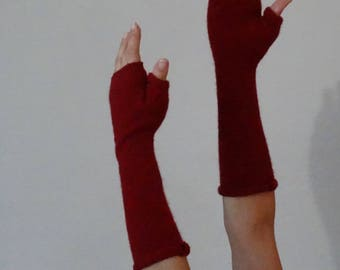 Cashmere Fingerless Gloves in Deep Red