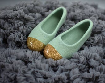 Felted slippers in sage green and gold - Dusty green slippers for girl -  Gold glitter decoration - Hand made indoor footwear - Felted wool