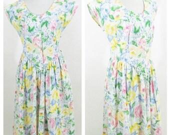 SUMMER SALE Vintage 80's White Floral Summer Sundress- Garden Party Tea Time Casual Day Dress - Button up short sleeve Shirtwaist dress - si