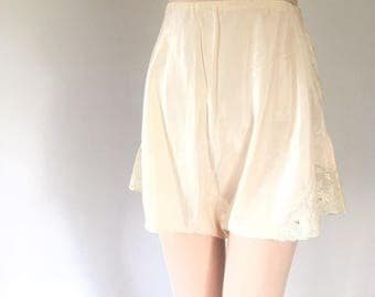 40s tap pants, lingerie shorts, antique white, Lady Duff, rayon silk, size 26
