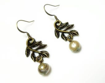 Pale Green Freshwater Pearl Leaves Earrings Leaf Tree Branch Nature Woodland Leaf Earring Dangle Drop Beaded Jewelry Gifts for Her