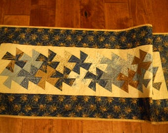 Lovely Blue/Tan and Cream Twister Table Runner