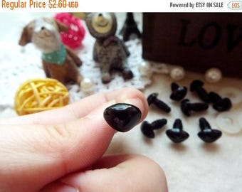 On Sale 10mm Triangle Safety nose Colored Doll nose Toy nose Doll Parts Animal nose Plush nose Teddy Bears nose Plastic nose - black - 10 pc