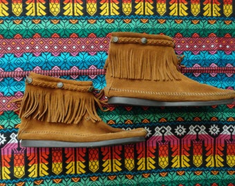 SALE Minnetonka brown suede ankle boots with fringe size 8