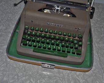 Royal Aristocrat Typewriter ~ Manual Typewriter ~ Portable Typewriter ~ Green ~ Mad Men ~ Office ~ Home Decor ~ Mid Century ~Epsteam