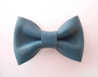 Teal Leather knot of 4.5 x 3 cm