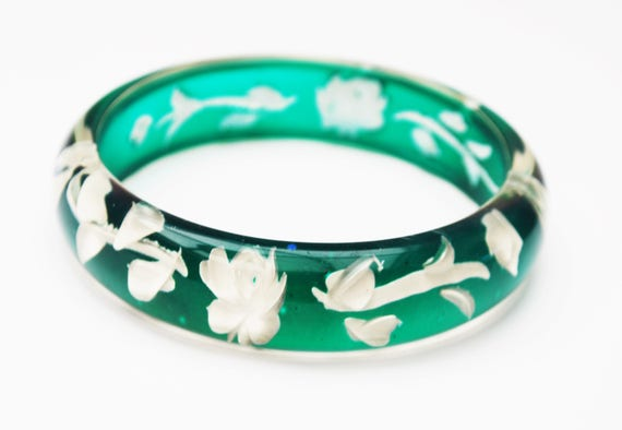 Green  White Flower Bangle  - Reversed Carved - molded  white  Intaglio floral - Green Lucite bracelet