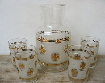 Vintage Federal Glass Company Fleur De Lis Mid Century Modern Bar 4 Frosted With Gold Juice Glasses And Carafe Water Bottle