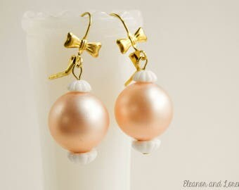 Pink pearl earrings / faux pearl earrings / bow earrings / brass bow earrings / shabby chic earrings / upcycled earrings / upcycled vintage