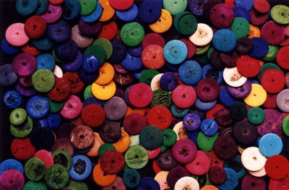 100 Dyed coconut shell discs, mixed bag, 2 sizes