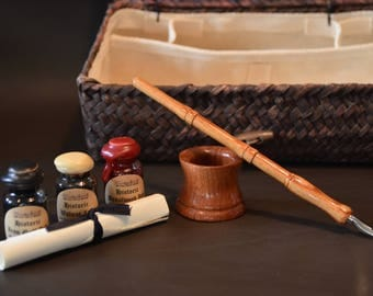 Historic writing kit - Tulipwood dip pen, Bubinga inkwell, 3 historic inks in lined wicker basket