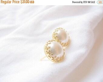 SALE - Pearl studs - Gold pearl earrings - Pearl stud earring - pearl post earring - Vintage pearl earrings, Wedding jewelry