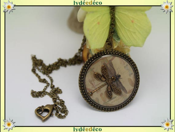 Vintage beige grey Medallion retro sepia Dragonfly resin and brass necklace, retro bronze 25mm Locket