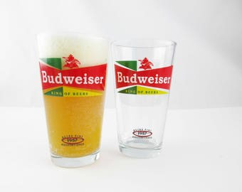 Two 'Retro Pint 1957 Collector's Series' Beer Glasses - Budweiser - Graphics in Red, Green and Yellow - Pint Beer Glasses - Libbey Glasses