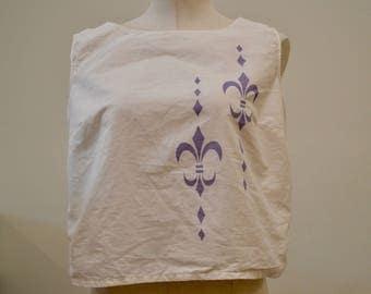 1950's Vintage White Cotton Unstructured Floating Crop / Halter Top With Large Simple Purple Fleur De Lis Print Midriff Blouse   Size 6-8