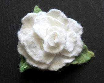Clip-brooch felted pink n white 21