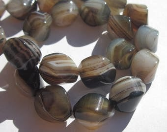 2 oval beads, wavy agate colored 10 x 14 mm approximately (PV5-18)