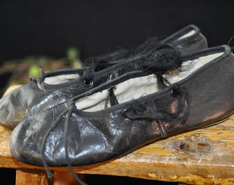 Vintage Leather Ballet shoes, 1950's Antique shoes, children clothing, Size 13 1/2, Great for display, leather bottom, black, #2413