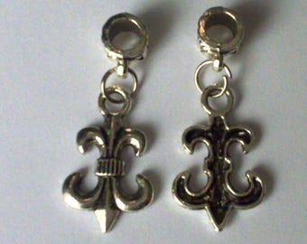 2 charms, lily flower, 3.2 cm.