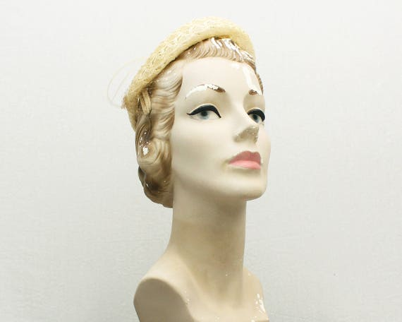 Ivory Woven Raffia Feather Pillbox Hat - Vintage 1950s Off White Church Hat