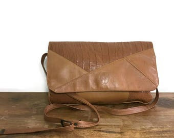 Vintage tan leather messenger bag / large brown leather shoulder bag / 80s tan leather boho handbag / slouchy leather purse / cool leather