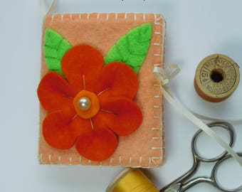 Flower Needle Book, felt sewing pin book accessory, needle keeper case, quilting notions, supply wallet organizer, teacher Valentine gift