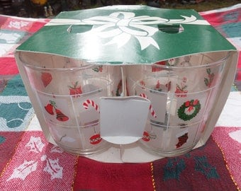 Christmas Glasses New in the Box, Christmas Decorated Glasses, Set of 4 Christmas Glasses