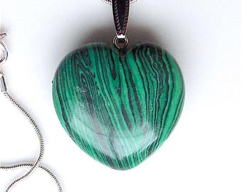 Malachite gem stone heart pendant necklace, on snake chain.