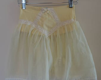 Vintage Soft Yellow Garter Skirt With Lace Detail