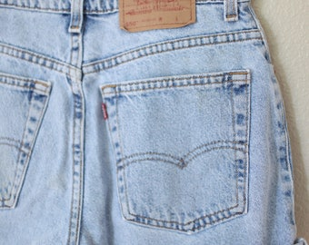 vintage 1980's high rise mom levis 550  jean shorts 32