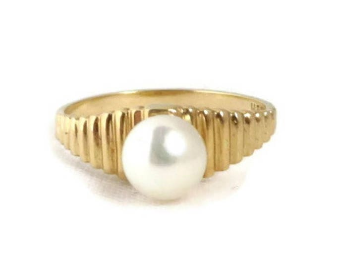 14K Gold Pearl Ring, Vintage Solitaire Pearl Ridged Gold Band Ring, Size 6.5
