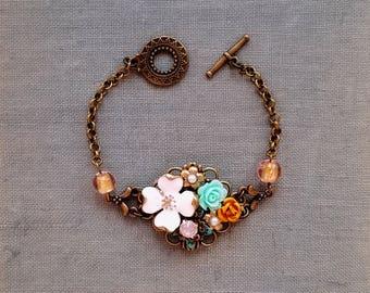 Vintage inspired flower bracelet White and antique gold flower bracelet Pink lampwork bead bracelet Victorian style bracelet