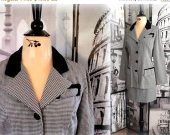 48-HR SALE 70s HOUNDSTOOTH Suit - Velvet Trim - Black & White - Fall and Winter Charmer - Size Medium