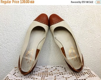 SALE 20% OFF La Bottega Vintage 80s Off White and Brown Spectator Shoes, Wingtip Shoes, Leather Loafers, Oxford Shoes, Two Tone Flats, EU 38
