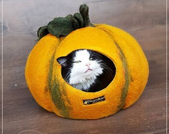 House cat Pumpkin Size XL Cat Bed, Cat House, Cat Cave, Felted Cat Bed Pumpkin, Cat Lover gift, Valentine's Day