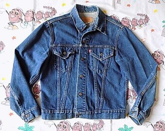 Vintage 70's Levi's dark denim Jean Jacket, size Medium 42 Type III Indigo trucker jacket Red Tab 0505 0217