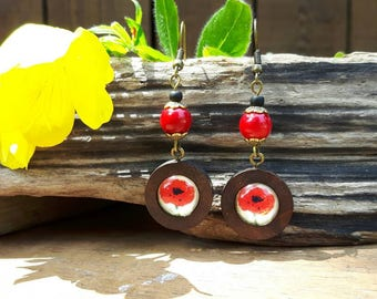 Earring pop red mounted on wood