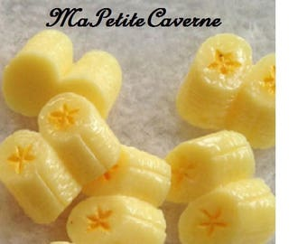 miniature banana slice polymer resin