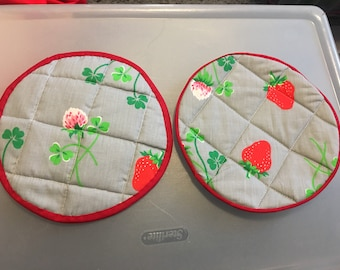Quilted strawberry potholders (set of two)