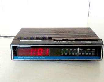 1970s Alarm Clock Radio by Americana/Battery or Plug-In/Retro Electronic/AM FM Radio/Dimmer Switch/Works Great/lindafrenchgallery