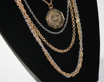 Beautiful Gold Tone Necklace w/ Dangle with Charm