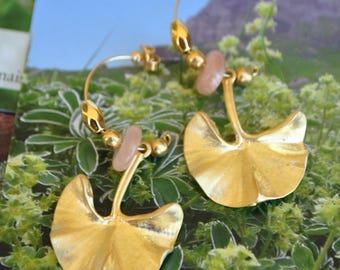 Earrings plated gold ginkgo leaf and Pearl Sunstone