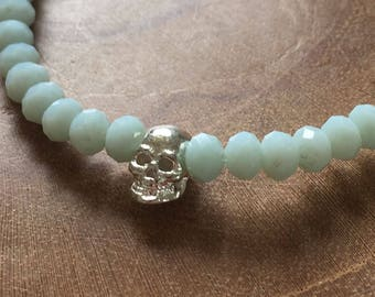 Pale Blue faceted Skull 2: elastic beaded bracelet with silver skull and blue glass beads. pastel, facet, rosegoldtone, skull, rock, edgy